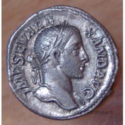 Alexandre Sévère Denier + 230 Rome, Alexandre Sévère allant à droite.